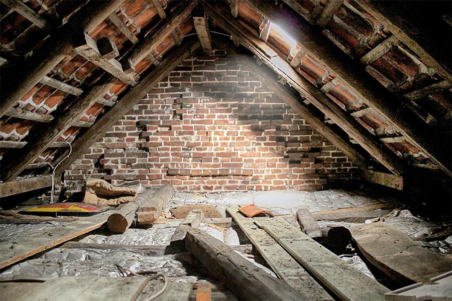 Dachbodenauflösung Berlin - Dach räumen lassen - Sperrmüll123