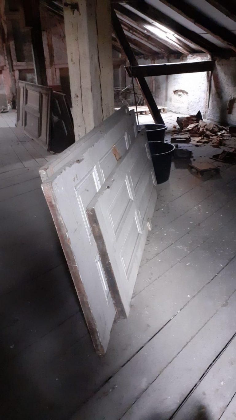 Dachboden entrümpelung Berlin - Vorher , Sperrmüll auf dem dachboden entsorgen, Dachboden räumen lassen